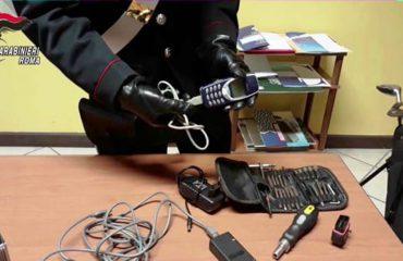 Si i vidhnin makinat luksoze me Nokia 33 10 shqiptari dhe marokeni