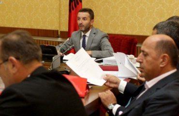 Braçe sfidë Ahmetajt: Jo tatim për pagat e ulëta