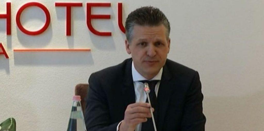 Reporteri për Shqipërinë në KE: Nuk ka arsye pse të mbrohen persona si Tahiri