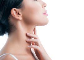 Rinoni lëkurën e qafës me masazh
