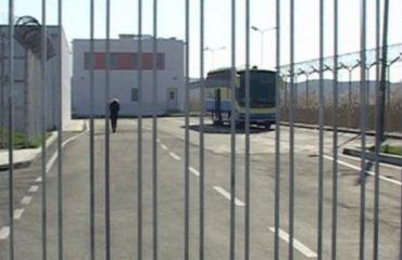 Identifikohet i burgosuri që kishte fshehur drogë në burgun e Shënkollit, kallëzim penal edhe për 2 gardianët