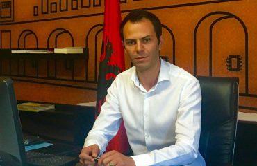 Pronat në Kavajë e Rrogozhinë, katër në pranga, kryebashkiakut i bllokohet pasaporta