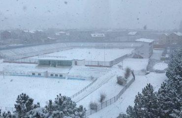 Dëbora e dendur dhe temperaturat e ulëta, disa shkolla në Veri mbyllin dyert