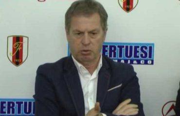 """KOSOVË/ Shpëtim Duro jep dorëheqje, """"presioni"""" për trajnerët e Superiores"""
