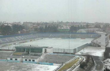 Dëbora mbulon stadiumin, anulohet ndeshja në Kukës