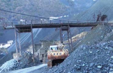 Shpërthen mina në minierën e kromit, pesë punëtorë të plagosur