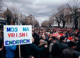 Mos na vrisni ëndrrën! Mijëra korçarë në protest