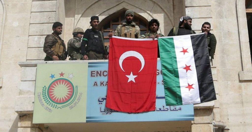Forcat proturke marrin kontrollin e Afrinit, thyejnë statujën kurde në qendër të qytetit