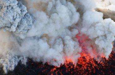 Shpërthen vullkani i famshëm në Japoni, pamje spektakolare (VIDEO)
