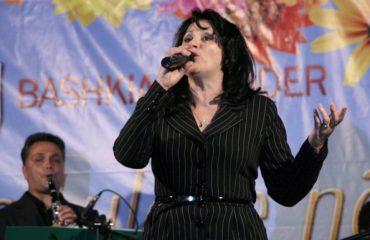 Mukades Çanga: Sot ka shumë këngëtarë të pasur, artistët e mëdhenj në fukarallëk