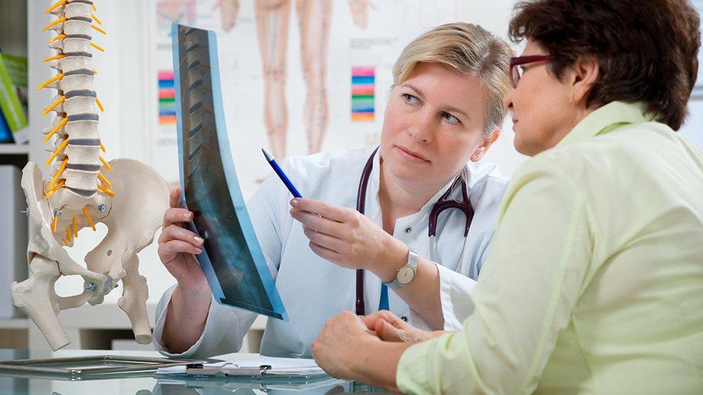Osteoporoza, si të kujdesemi për sëmundjen që dëmton kockat