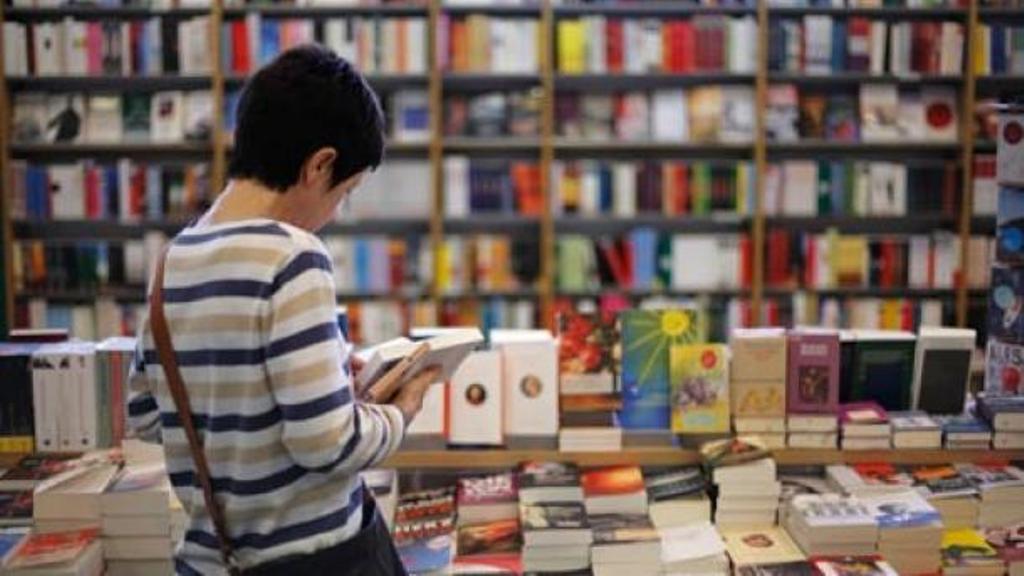 Dita Botërore e Librit, intelektualët: Shqiptarët nuk po lexojnë më!