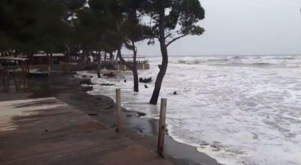 PARASHIKIMI/ Uji i detit do ngrihet deri në 15 cm, do të përmbyten mjaft zona të reja
