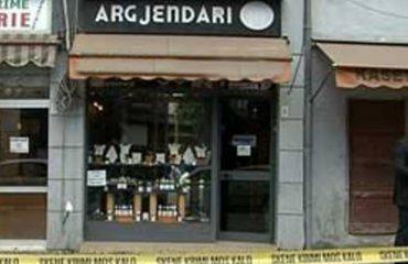 Grabitja e argjendarisë në Durrës, shitësja tregon ngjarjen: Ishin të pamaskuar, më vunë elektroshokun në qafë
