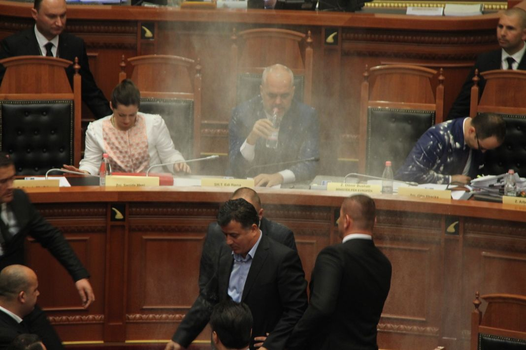 Tension in Parliament, 1 minister and 6 MPs expelled