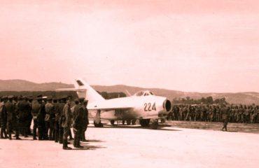Strategjia e Mehmet Shehut për aerodromet ushtarake: Armë e shpejtë e mbrojtjes territoriale