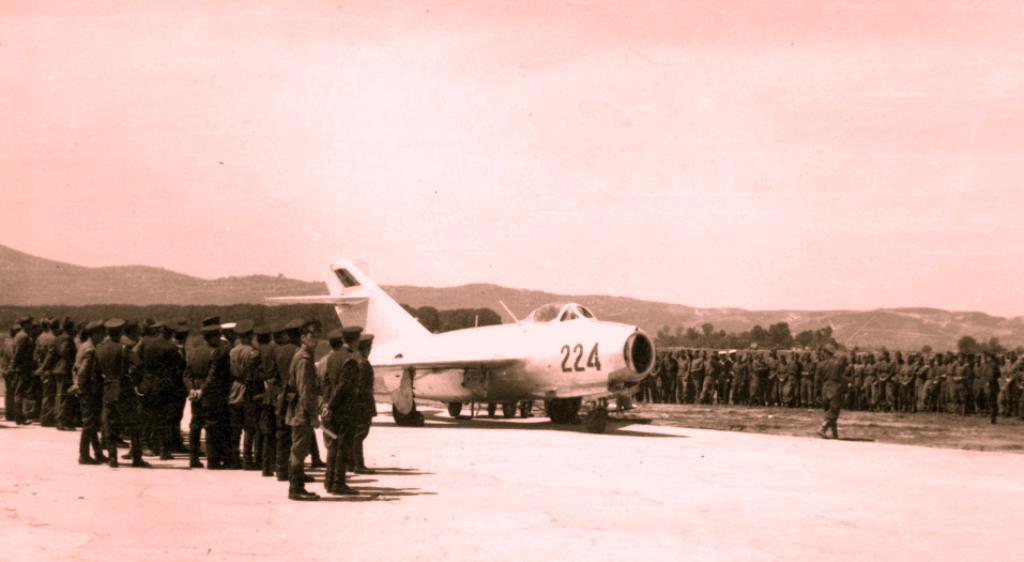 HISTORI/ Qemal Mërtiri, piloti që mbeti qiejve të Rusisë
