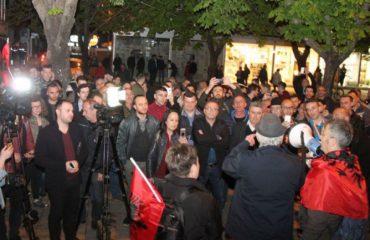 Protestë edhe në Tiranë, kërkohet lirimi i të ndaluarve
