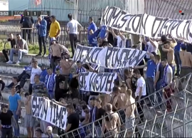 Tifozët e Tiranës krijojnë incidente me dashje në