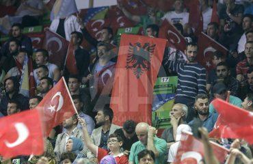 Erdogani në Sarajevë, pritet edhe me flamuj shqiptarë