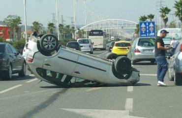 Nis trafiku në autostradën Tiranë-Durrës, përplasen tre makina