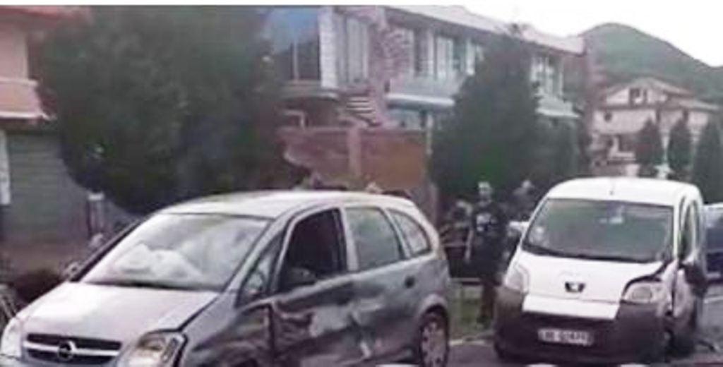 Makina përplas kalimtarët, plagosen edhe dy turistë francezë në mjetin e aksidentit