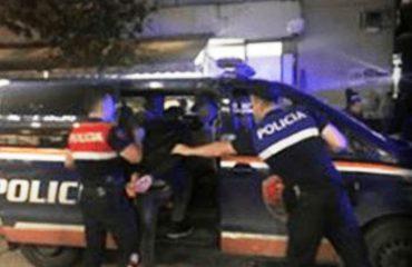 U morën para refugjatëve klandestinë, kapet edhe polici i 7-të në Kakavijë