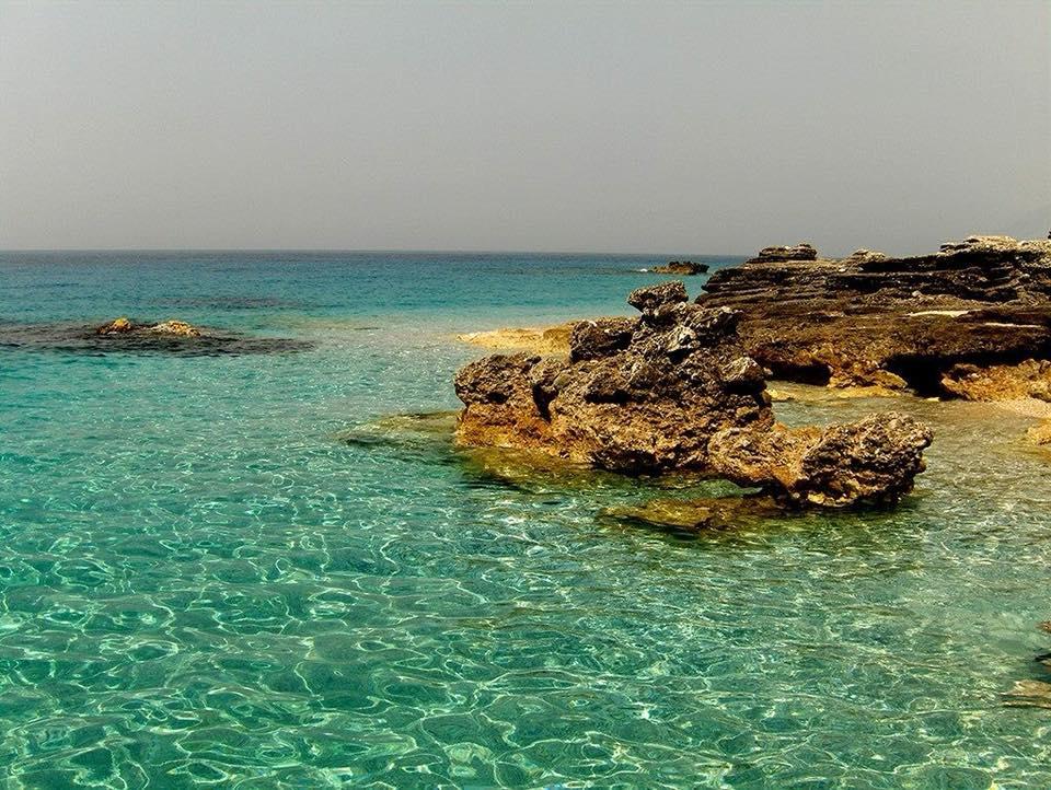 Bukuritë e rralla që afron plazhi i Dhërmiut! (Foto)