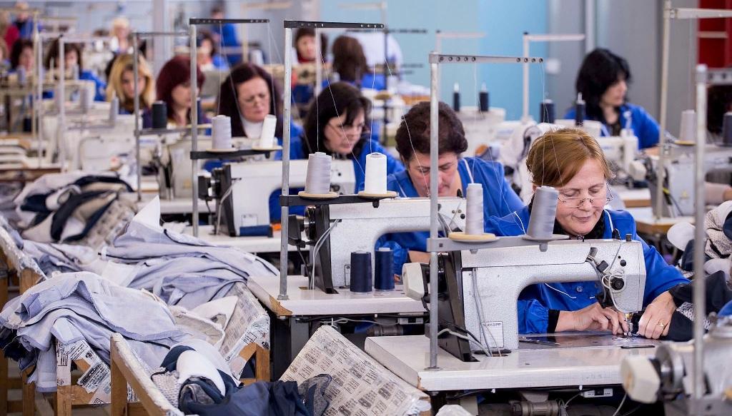 Femrat shqiptare, gjejnë më pak punë se meshkujt, por edhe paguhen më pak