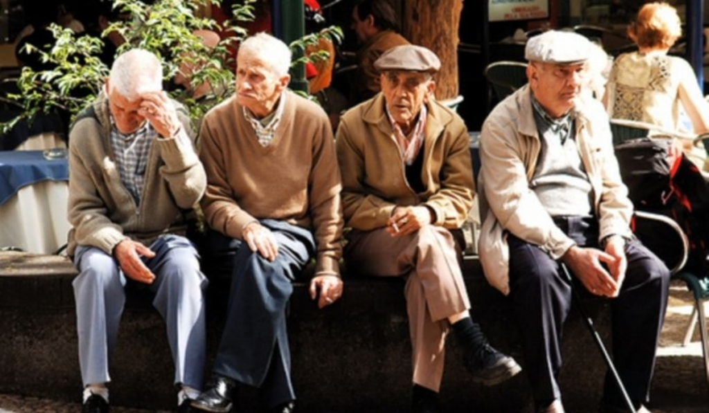 Qeveria indeksion pensionet, sa përfiton çdo kategori