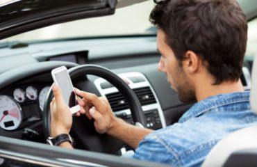 Përdorimi i celularit në timon, 4 herë më shumë rrezik për aksident