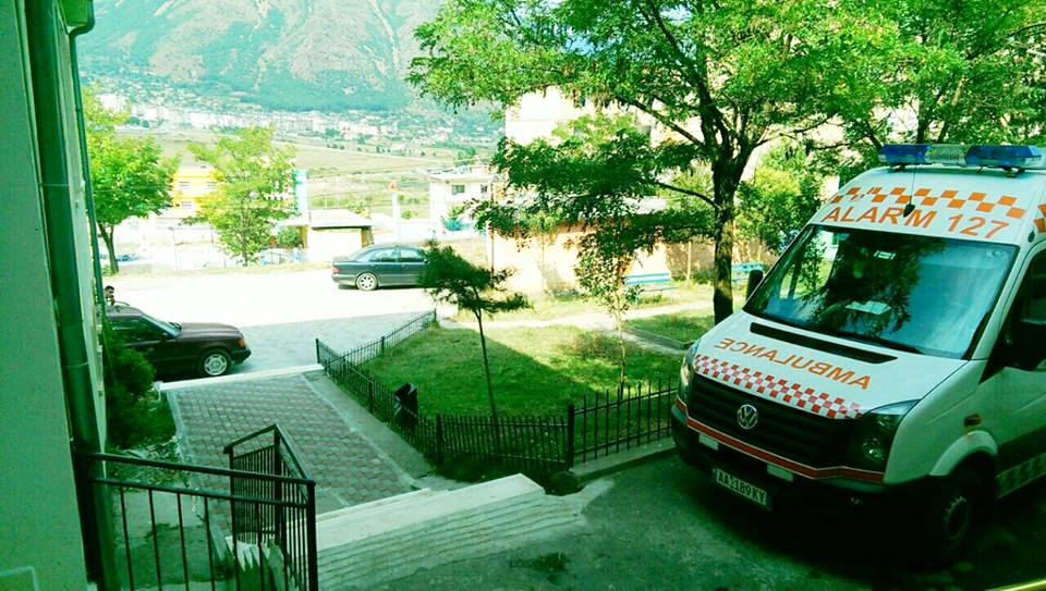 Bulqizë, me plagë të rënda te porta e spitalit, policia heton