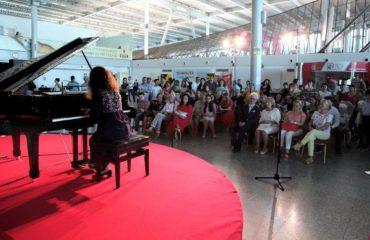 Shopen fluturon nga Tirana International Airport: 60 pianistë festuan Ditën Ndërkombëtare të Muzikës