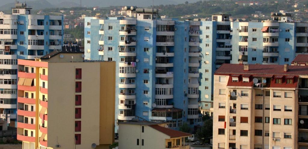 Në Shqipëri ndërtimi nuk ndalet, në Evropë sa vjen dhe dobësohet