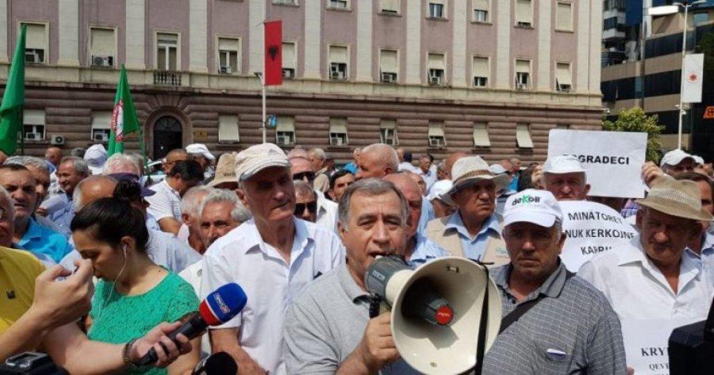 Minatorët sërish para Kryeministrisë: Do ngremë tenda, 140 deputetë, 140 hajdutë