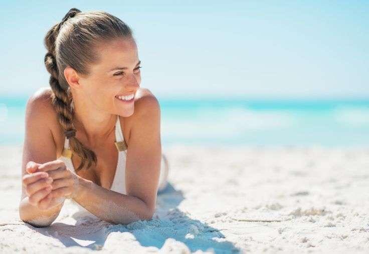 Filloi plazhi, disa këshilla për skuqjen e lëkurës