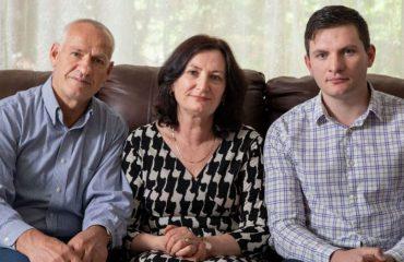 Tentoi të niste para në Shqipëri, i sekuestrohen kursimet e jetës, familja Kazazi hedh në gjyq shtetin amerikan