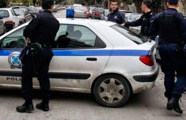 Kapen në flagrancë dy të rinjtë shqiptarë, po transportonin drogën me çanta në Greqi