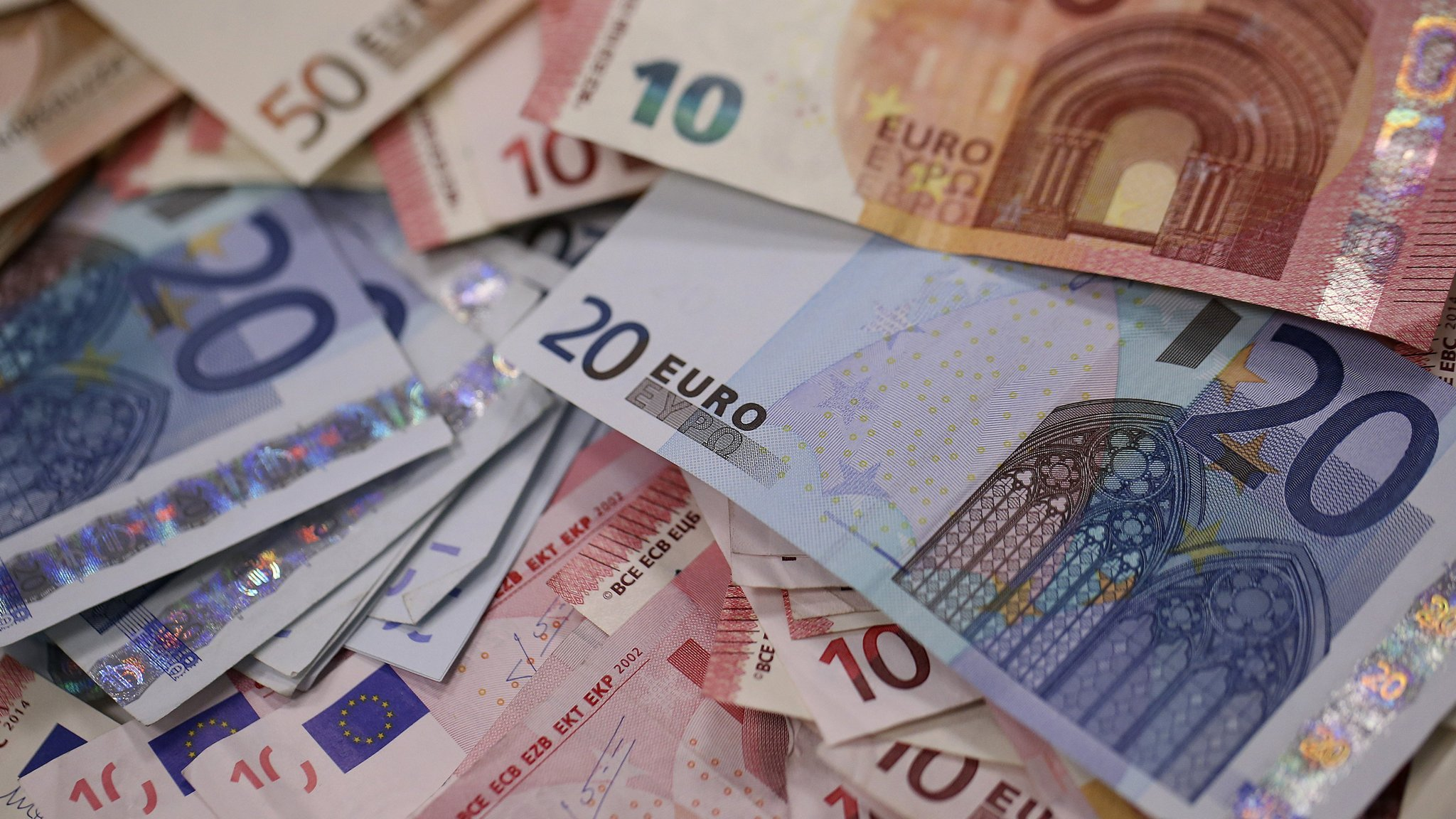 Deposits in the European currency on the rise despite the Euro plummeting