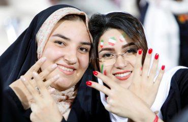 IRAN/ Historike, femrat lejohen të shohin kombëtaren