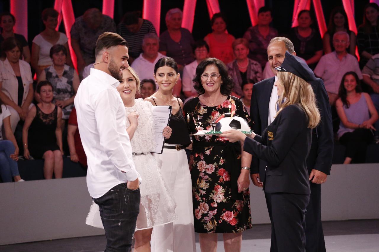 Sadiku dhuron mijëra euro për bamirësi dhe prezanton të fejuarën në emisionin e Arbanës