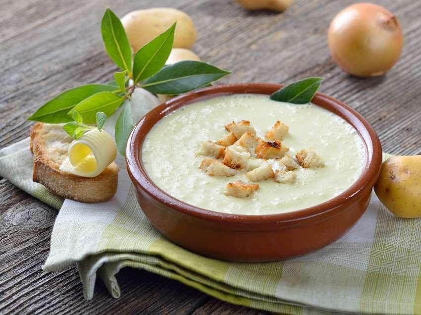 Si të përgatisni Krepa me kajmak, supë brosh me patate dhe ëmbëlsirë për 15 minuta