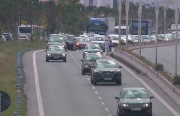 Trafiku në autostradën Tiranë-Durrës, autoritetet pezullojnë punimet gjatë fundjavës