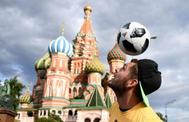 """Adidias """"mendon"""" për portierët/ Topi i Botërorit """"kundër"""" Cristiano Ronaldos!"""