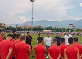 Partizani zyrtarizon trajnerin, Skënder Gega rikth