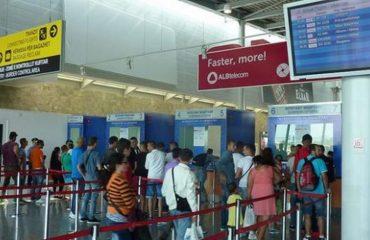 Turizmi, më shumë persona po ikin jashtë sesa po vijnë në Shqipëri