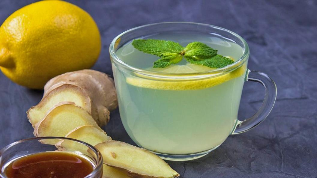 Çaj me xhinxher dhe limon për dobësim