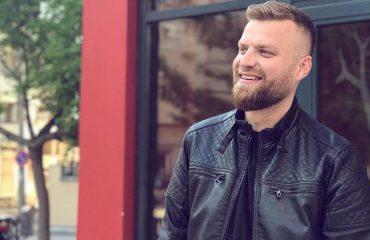 """Mateus Frroku: Uroj që """"Syni m'qesh"""" të dhurojë kënaqësi dhe argëtim"""