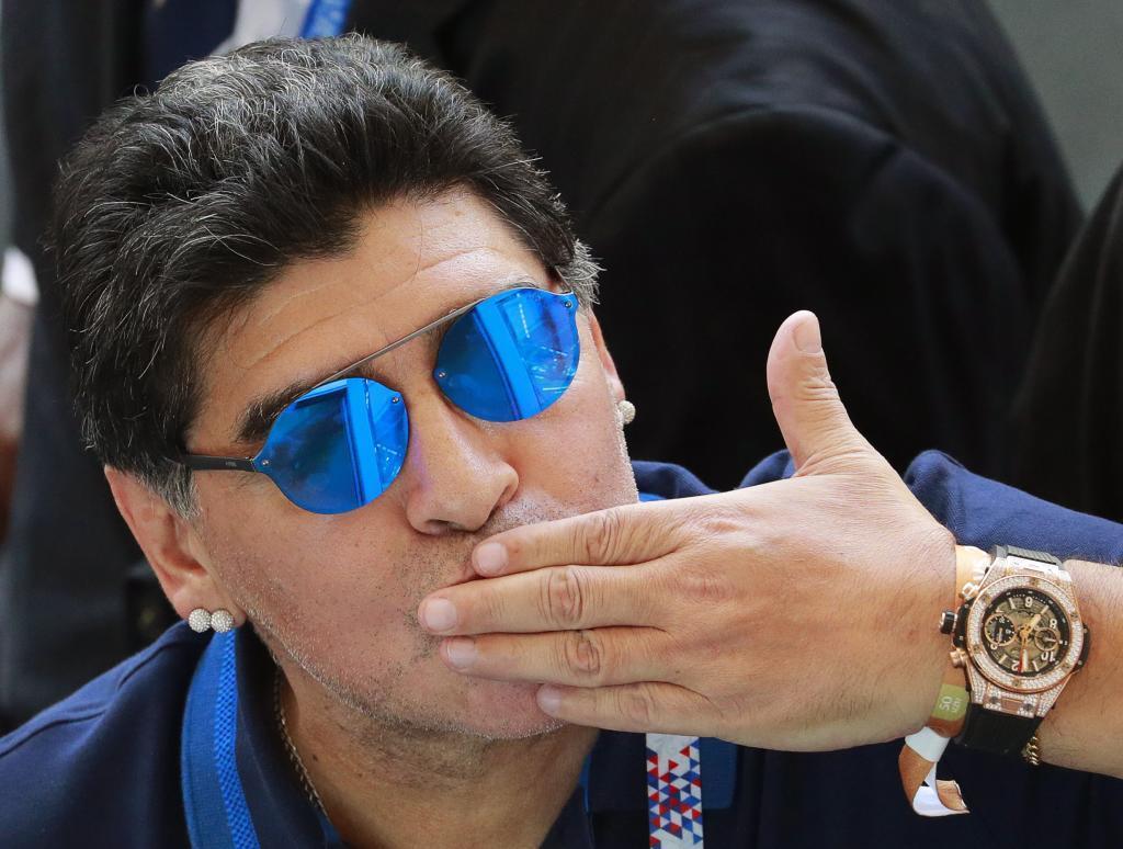 DËSHTIMI I ARGJENTINËS/ Maradona vetë-afrohet për stolin, pa rrogë