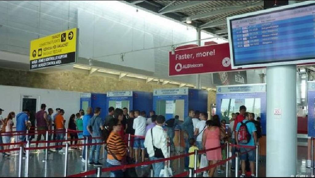 Autoriteti i Aviacionit Civil ankohet në Itali, kompanitë e fluturimeve abuzuese me qytetarët